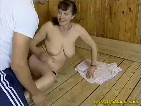 smotret-pornofilmi-so-zrelimi-damami