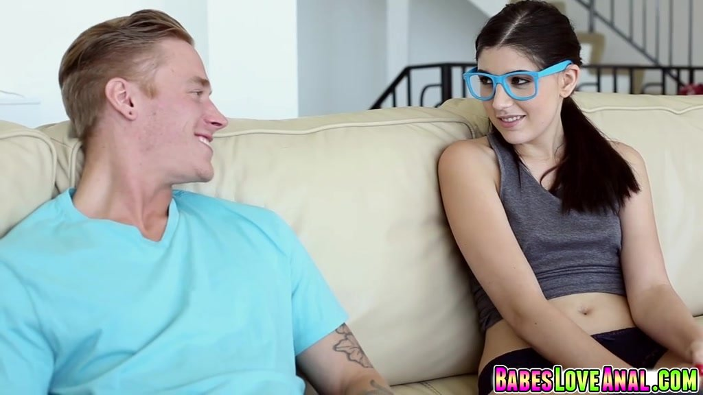 Amateur nerdy girl gets hard anal fucked and facialized