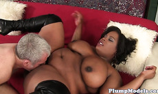 Pretty ebony BBW with hugetits gets banged