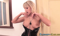 Latex euro ho toying ass