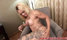 Wanking tgirl ebony pleasuring her dick