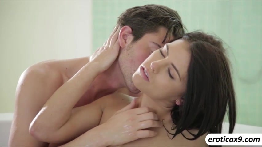 Страстный секс парнем подруги массаж